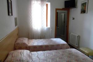 albergo-la-torretta-camera-doppia-02