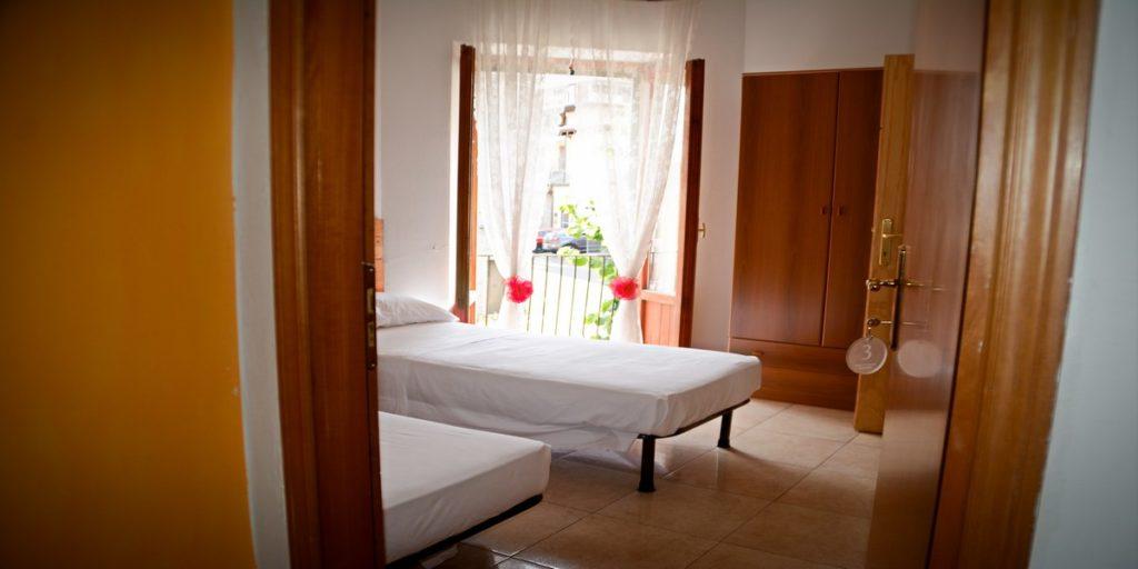 albergo-la-torretta-camera-doppia-ingresso
