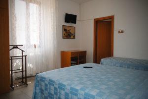 albergo-la-torretta-camera-tripla-01