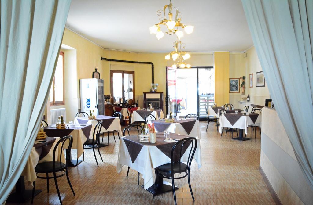 interno-ristorante-albergo-la-torretta-castiglione-dei-peppoli-BO